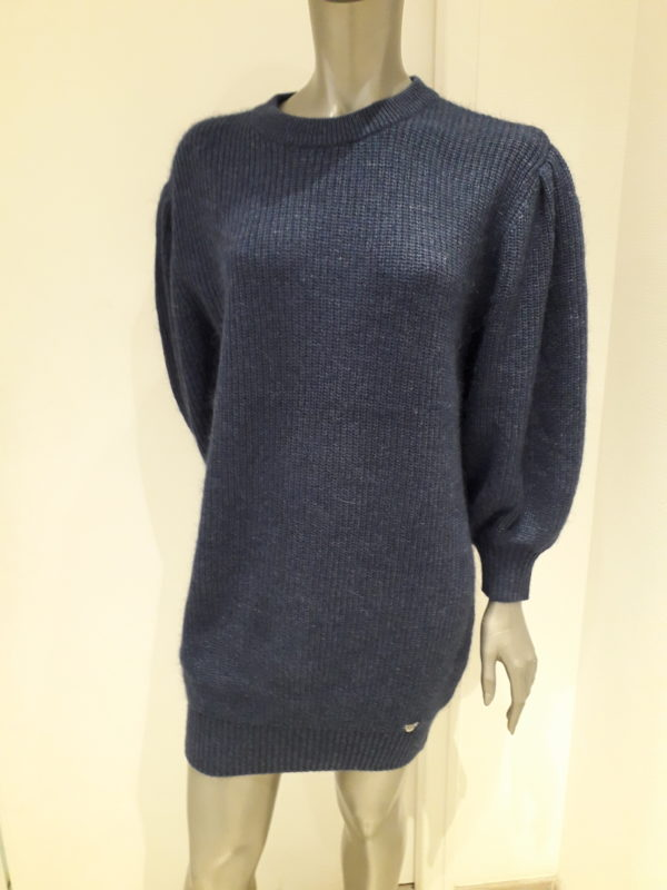 robe pull bleu navy. Col rond, manches longues bouffantes